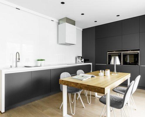 Minimalistyczny styl w czarno-białej kuchni - Dragon ARt