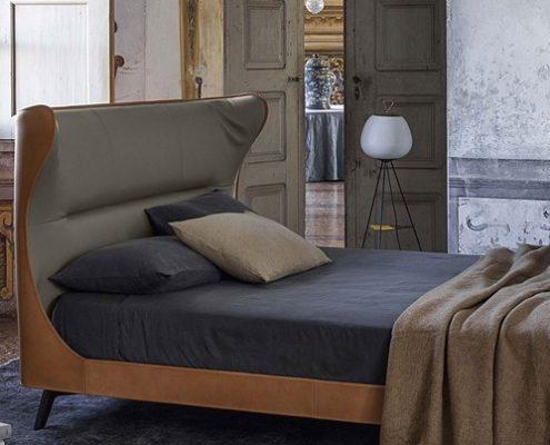 Nowoczesne łóżko uszak - Poltrona Frau łóżko w sypialni