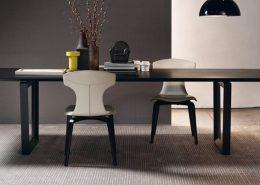 Nowoczesny stół z ciemnego drewna - Poltrona Frau