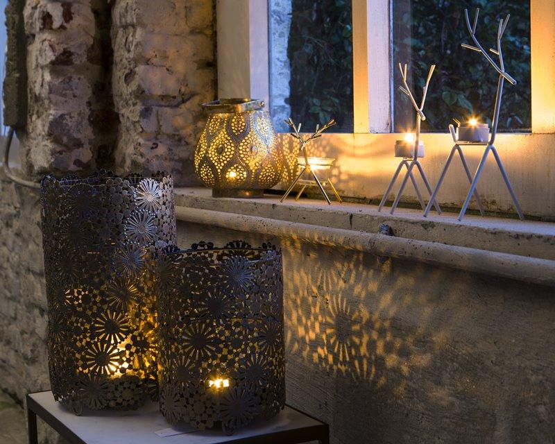 Dekoracyjne lampiony w salonie