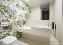 Zielony akcent w jasnej toalecie - MInimoo