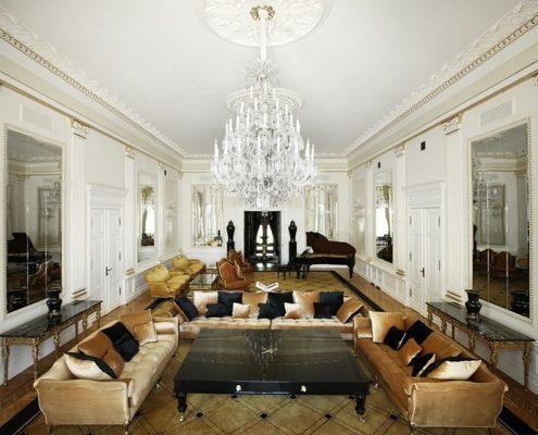 Aranżacja klasycznego salonu w rezydencji