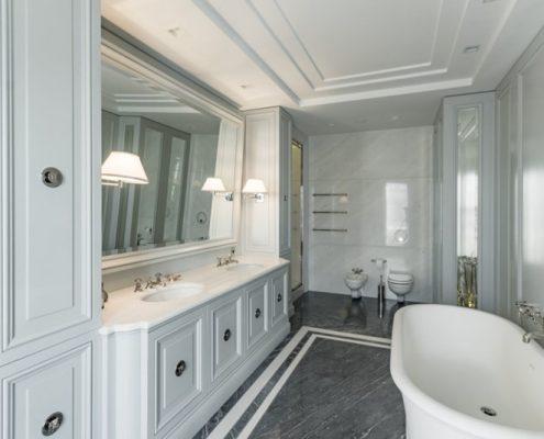 Jasny pokój kąpielowy modern classic