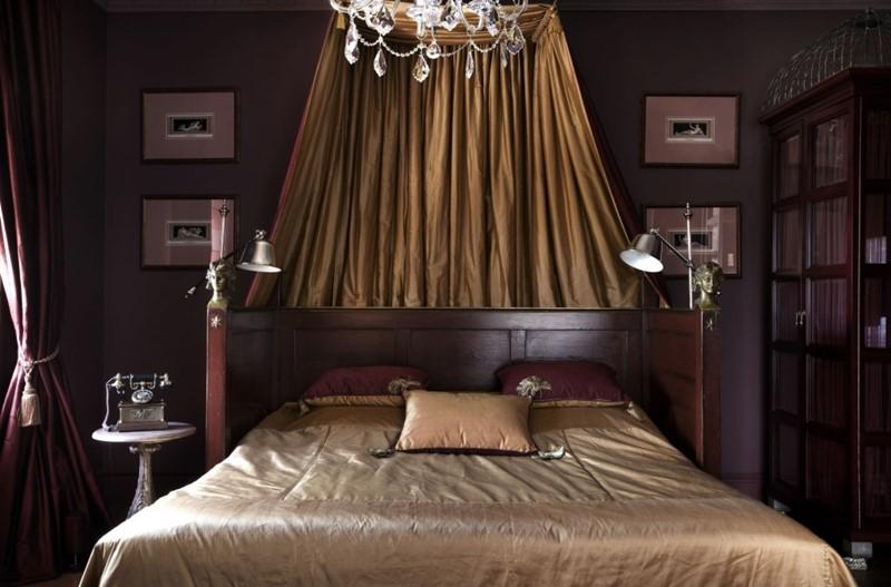 Klasyczna sypialnia w ciemnych barwach