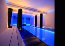 Aranżacja domowego basenu w minimalistycznym wydaniu