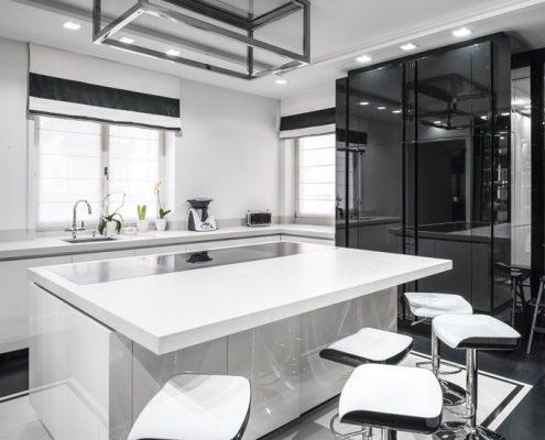 Biało-czarna kuchnia na wysoki połysk