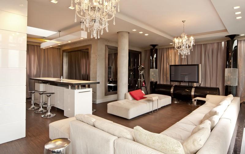 Eklektyczny pokój dzienny z otwartą kuchnią