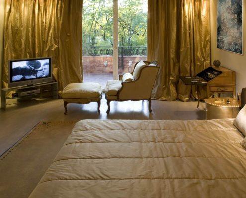 Klasyczna sypialnia z kącikiem telewizyjnym