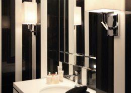 Mała, czarno-biała łazienka w pasy