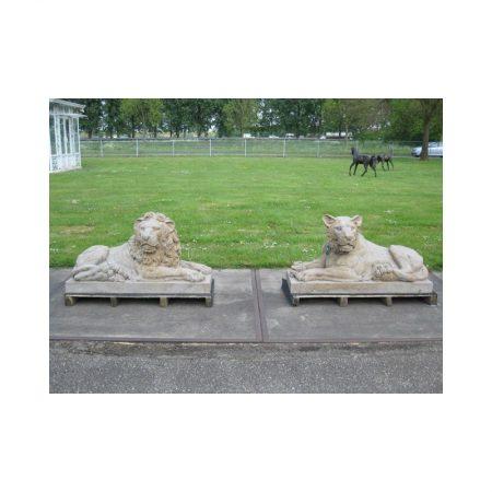 Rzeźba z kamienia lew i lwica Livingstone Terrasso