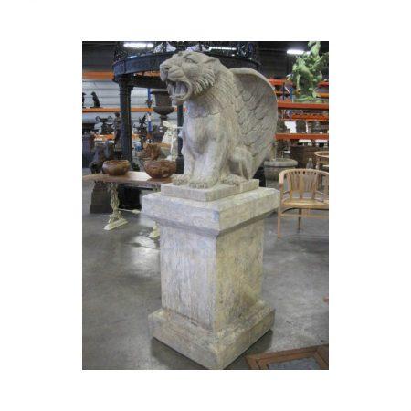 Rzeźba z kamienia tygrys ze skrzydłami Livingstone Terrasso
