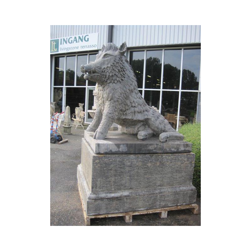 Rzeźba z kamienia dzik