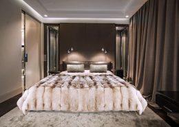 Przytulna sypialnia w beżach i brązach