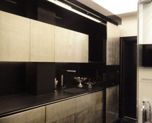 Stal i czerń w nowoczesnej kuchni