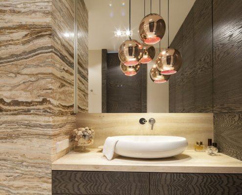 Aranżacja łazienki w ciepłych barwach