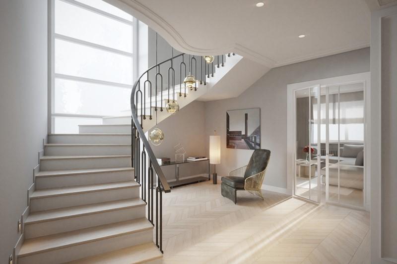 Eleganckie schody w jasnym holu