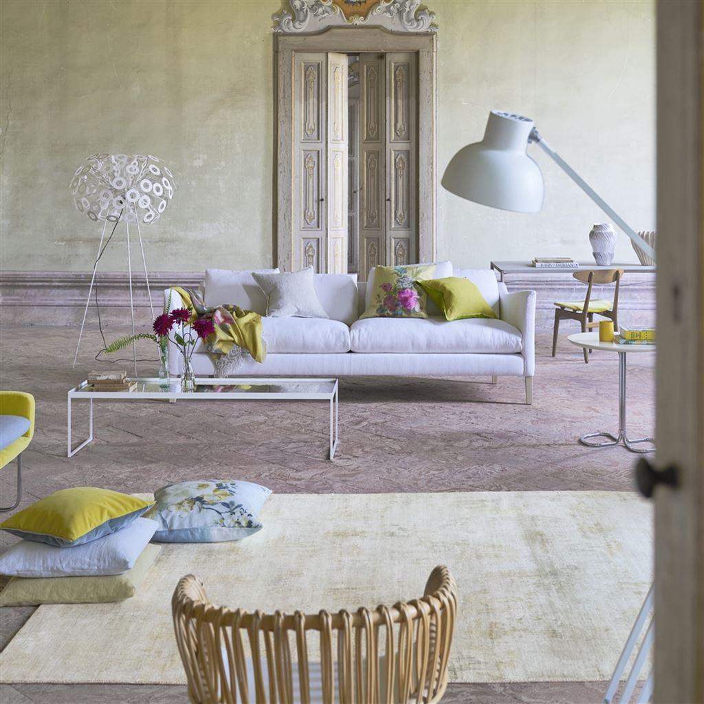 Dywan w salonie w pastelowych kolorach