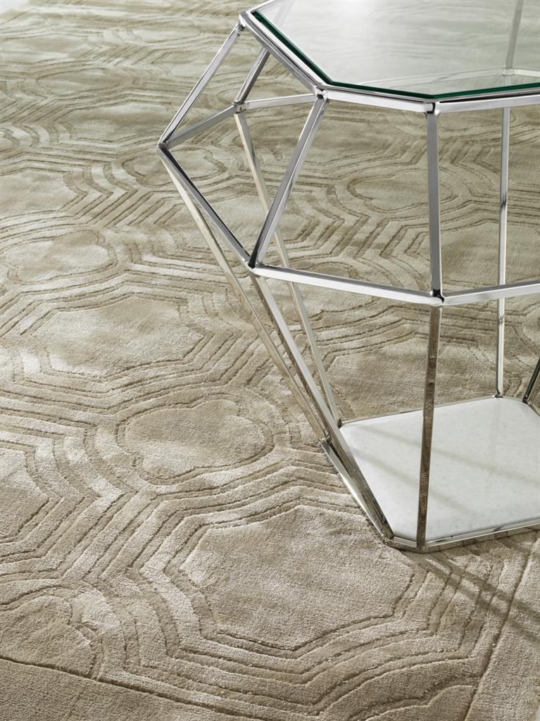 Dywan o geometrycznym wzorze w salonie