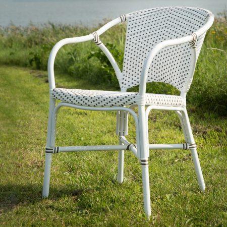 Białe krzesła ogrodowe z klasyczną nutą 7176CPWH ALU Valerie_vand meble Sika