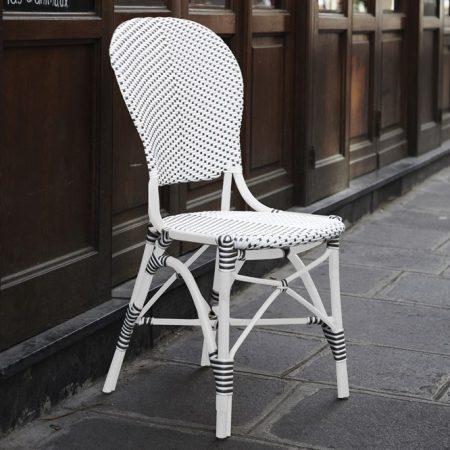 Białe krzesła ogrodowe z klasyczną nutą 7180PW ForanTavle meble Sika
