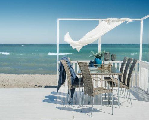 Zewnętrzna jadalnia w śródziemnomorskim stylu