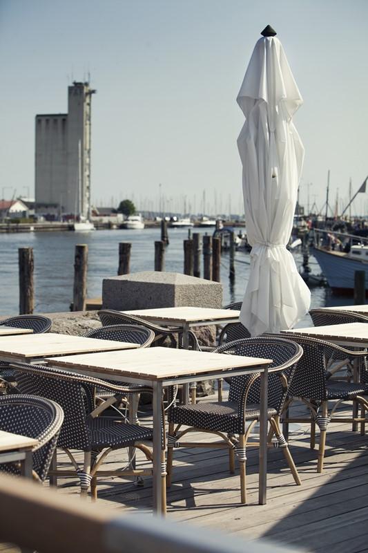 9187WHCP Madeleine KertemindeHavn meble Sika Eleganckie meble w zewnętrznej części restauracji