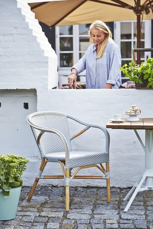 9187grwh 9484wh Kącik kawowy na małym balkonie
