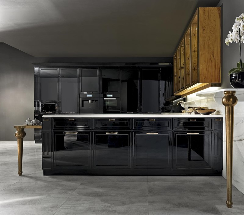 Czarne klasyczne meble kuchenne na wysoki połysk