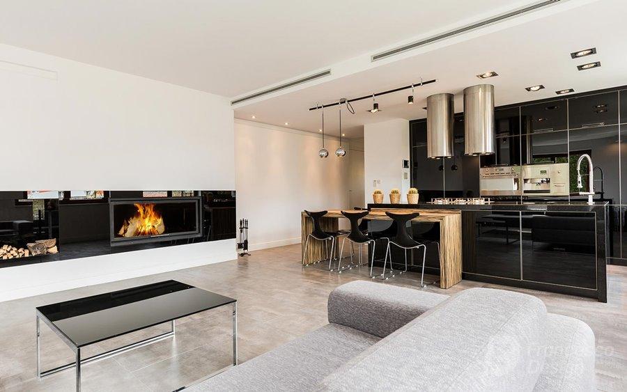Pokój kominkowy połączony z kuchnią, proj. Francesco Design