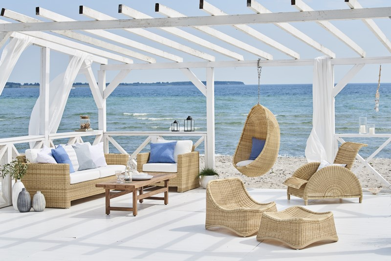 Wiklinowe meble ogrodowe w nowoczesnym stylu Sixty Paris Chill Hanging egg chair exterior