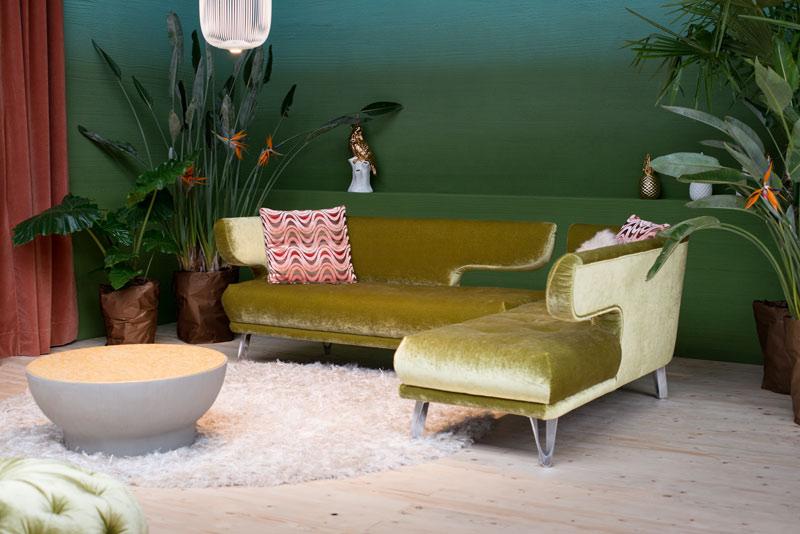 Zielona aksamitna sofa Croissant Bretz