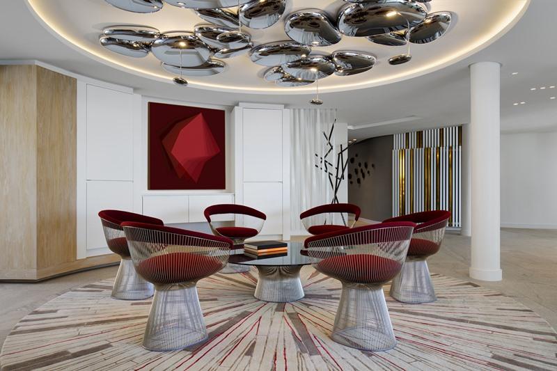 Designerskie lampy wiszące w holu