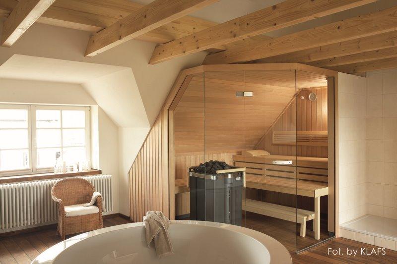 Pokój kąpielowy z sauną w stylu skandynawskim