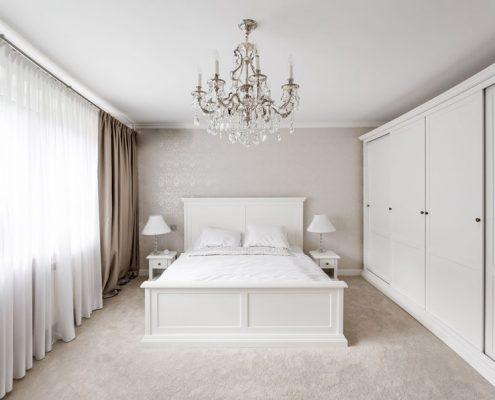 Prowansja w białej sypialni
