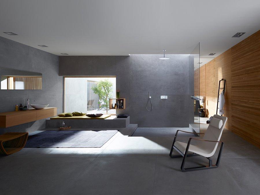 Skandynawski pokój kąpielowy ze strefą relaksu