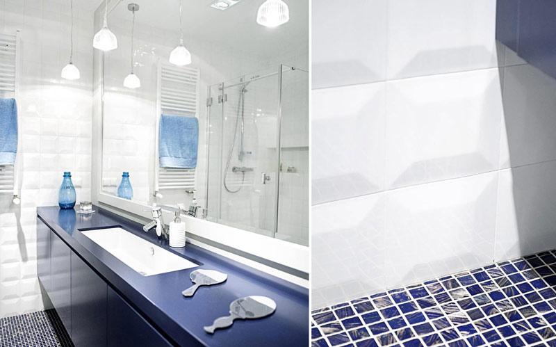 Niebieska łazienka przełamana bielą