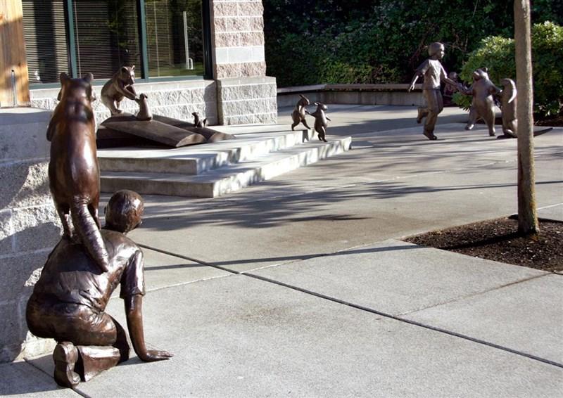 Rzeźby przed Mukilteo Library
