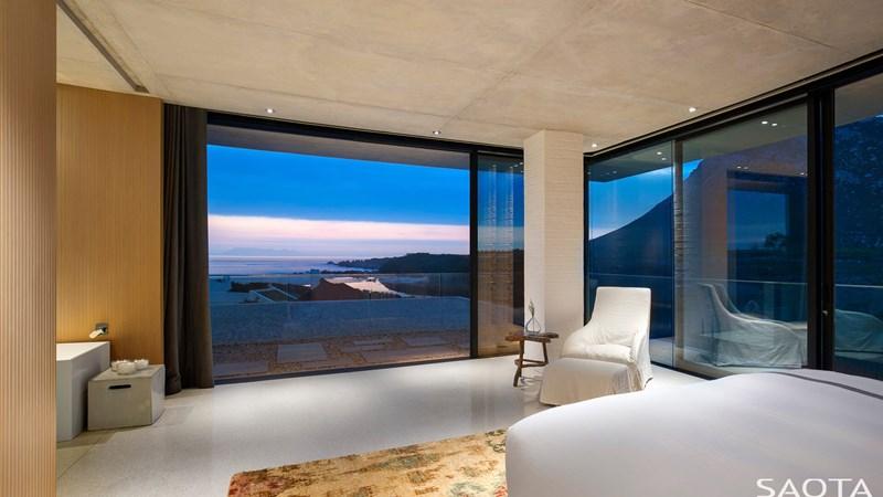 sypialnia z widokiem na zatokę