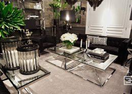 Czarne i chromowane meble w eleganckim salonie