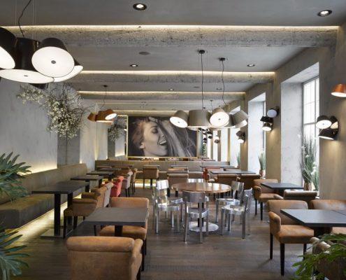 Eklektyczna kawiarnia New One w loftowym wnętrzu
