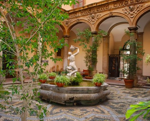Fontanna ogrodowa w romantycznym atrium