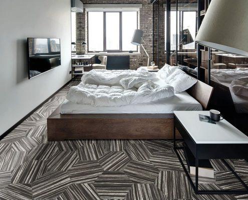 Industrialna sypialnia z heksagonalnymi płytkami