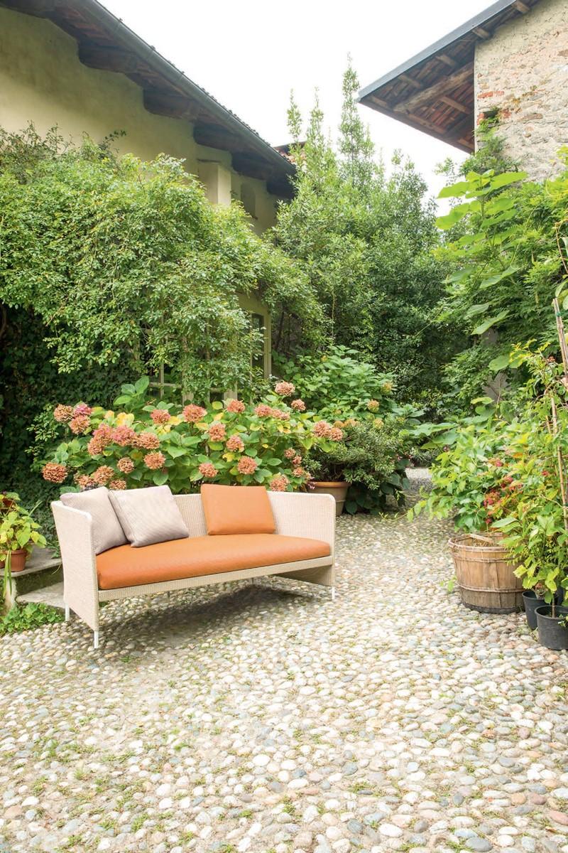 Kącik wypoczynkowy w nastrojowym ogrodzie