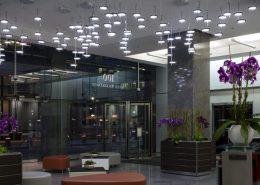 Nowoczesna instalacja świetlna w 100 South Wacker Drive
