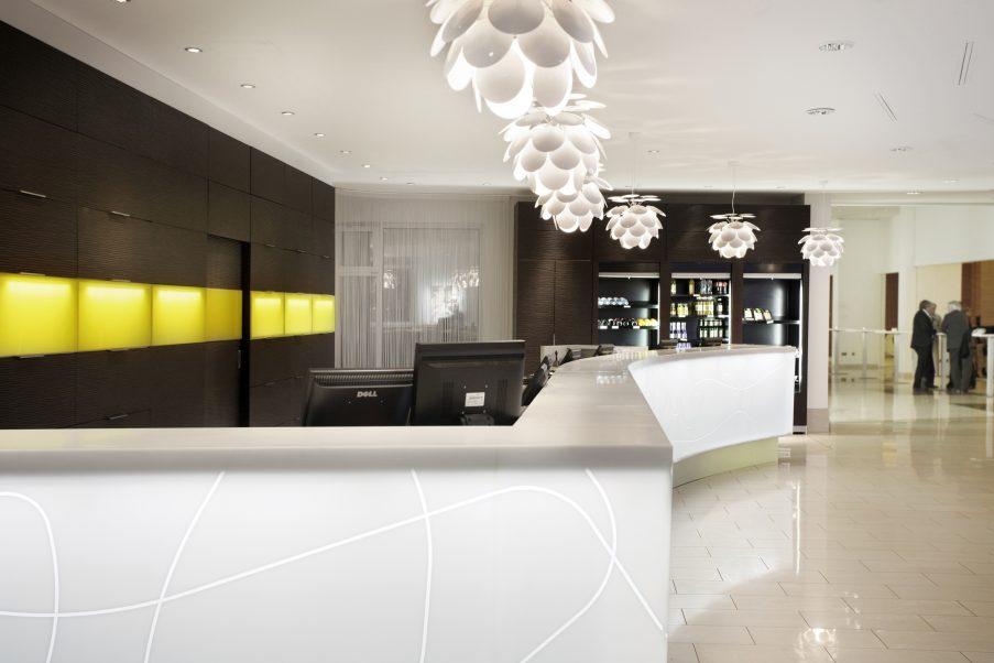 Nowoczesna recepcja - Berlin Hotel