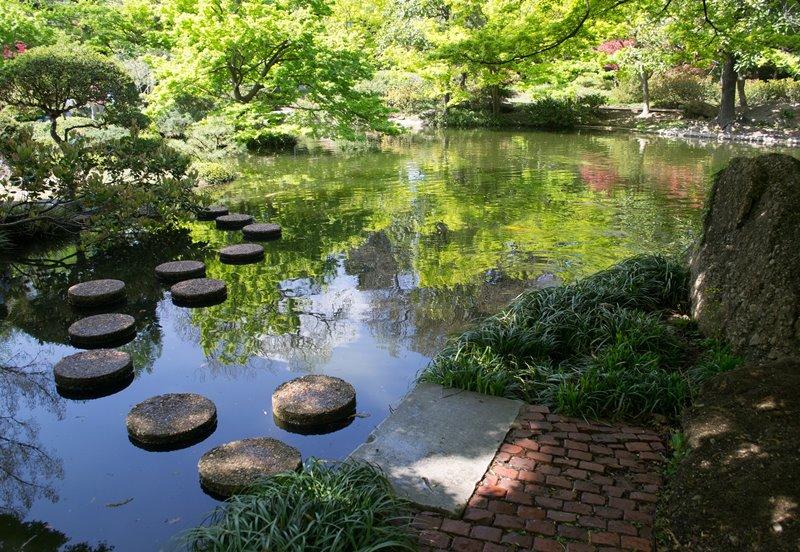 Orientalny ogród z motywem wody