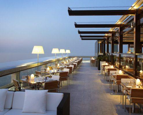 Taras w nowoczesnej restauracji - hotel Fairmont