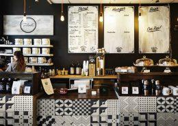 Wzorzysta mozaika w restauracji Tangle