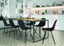 Wzorzyste płytki podłogowe w kuchni