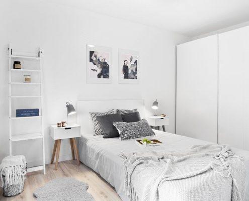 Aranżacja jasnej sypialni w bieli